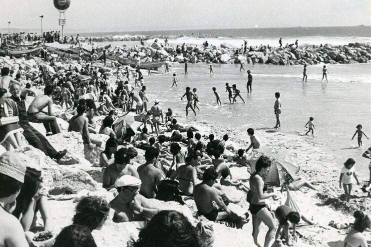 Fotografias antigas impressionantes das férias dos portugueses
