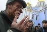 Carga policial contra manifestantes em Kiev