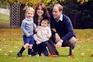 Duques de Cambridge foram fotografados nos jardins do palácio de Kesington