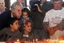 O secretário-geral do PCP Jeronimo de Sousa sopra as velas do bolo do almoço comemorativo do 95.º aniversário
