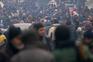 Pessoas à espera de serem retiradas de Alepo