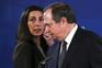 Presidente do PS, Carlos César, acompanhado pela secretária-geral Adjunta, Ana Catarina Mendes