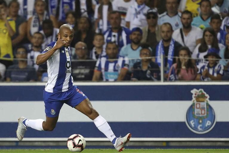 707a760861 FC Porto atira