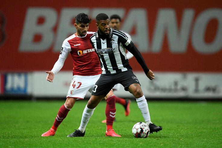 Júnior Tavares com Ricardo Esgaio no Braga-Portimonense