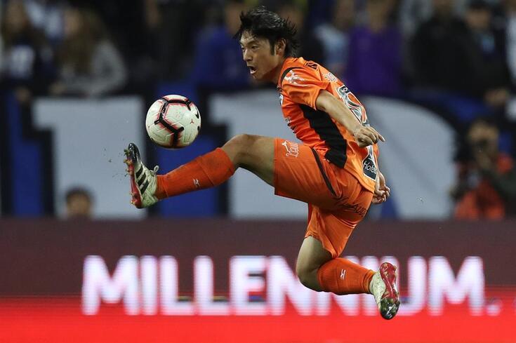 Nakajima de fora no jogo com o Benfica