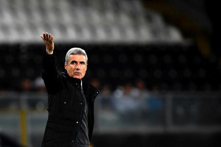 À segunda derrota seguida na Liga, Luís Castro sente contestação em Guimarães