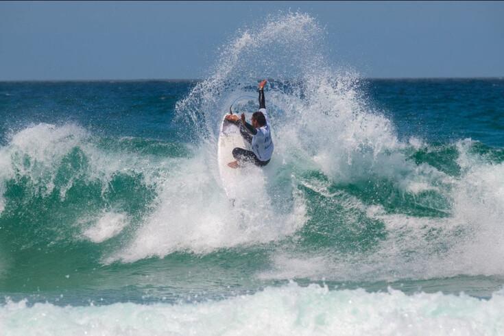Os surfistas Vasco Ribeiro e Teresa Bonvalot venceram o Sintra Pro