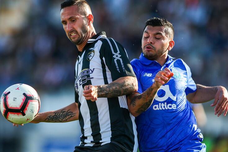 Rúben Fernandes em ação contra o FC Porto