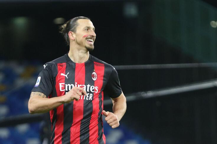 Zlatan Ibrahimovic bisou frente ao Nápoles
