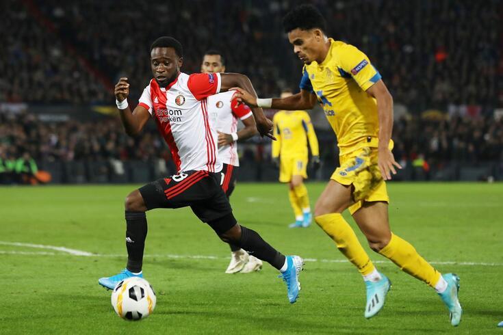 Alemão Deniz Ayteki arbitra o FC Porto-Feyenoord