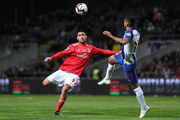 Relacionados. BenficaGabriel recusa estatuto e traça diferenças entre Rui  Vitória e Bruno Lage ... 31b1e70a75f07