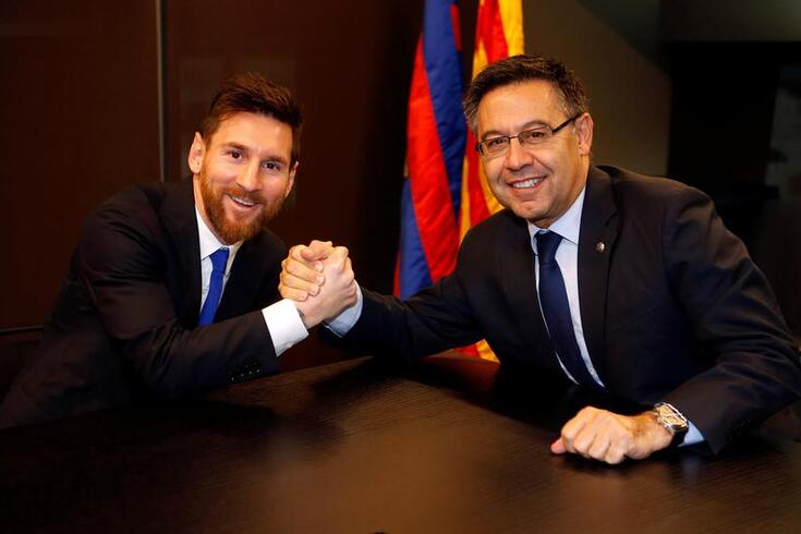 Messi e o presidente do Barcelona, Josep María Bartomeu.