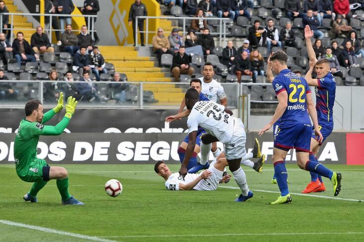 O Chaves desceu à II Liga e continuará com José Mota no comando técnico