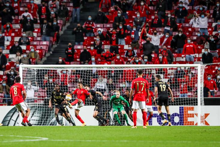 Benfica venceu o Standard Liège por 3-0