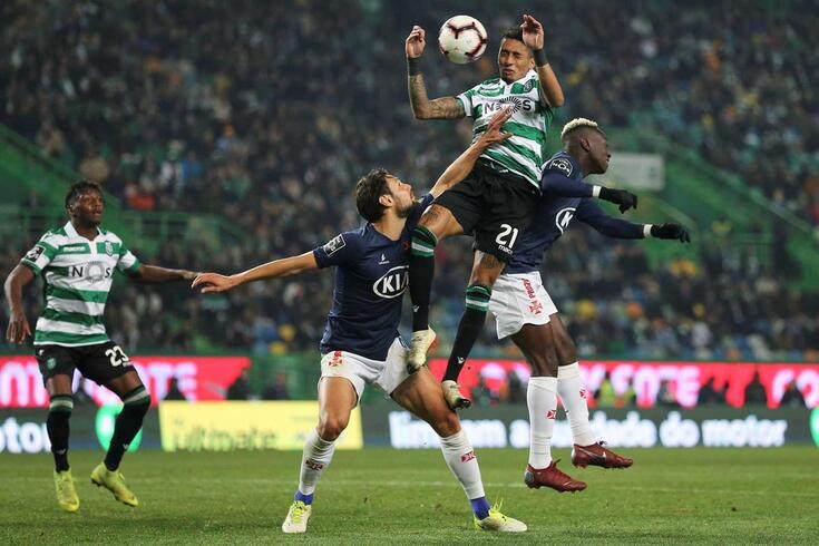 epa07260447 Sporting CP Abdoulay Diaby (L) and Raphinha, Dálcio (2-R) in action against CF Belenenses