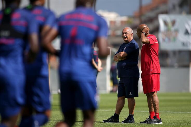 Vítor Oliveira quer mais um reforço para o ataque