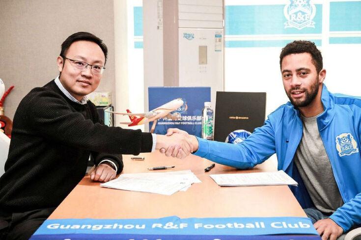 Tottenham confirma a venda de Dembélé para a China
