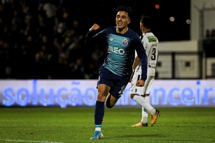 Renzo Saravia tem sentido difculdades para se impor no FC Porto