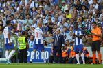 Pepe  lesionou e foi substituído por Mbemba, que agora espreita um lugar no onze inicial