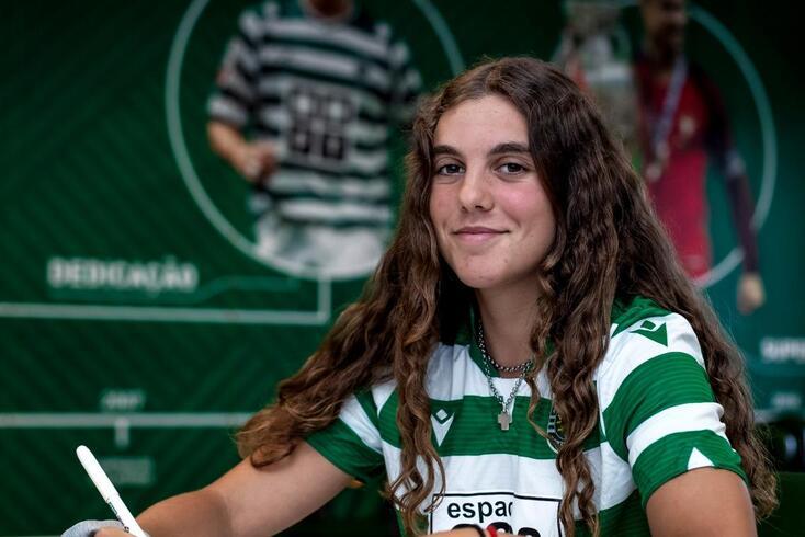"""Mariana Rosa assina contrato profissional com o Sporting: """"O cumprir de um sonho"""""""