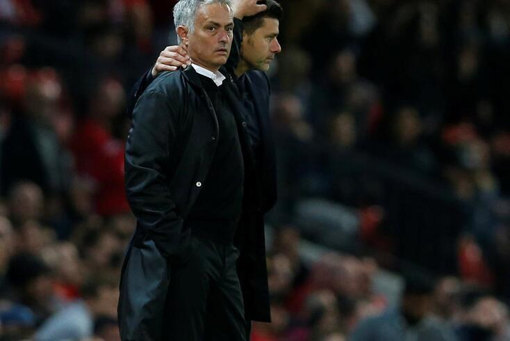 José Mourinho cumprimenta Mauricio Pochettino