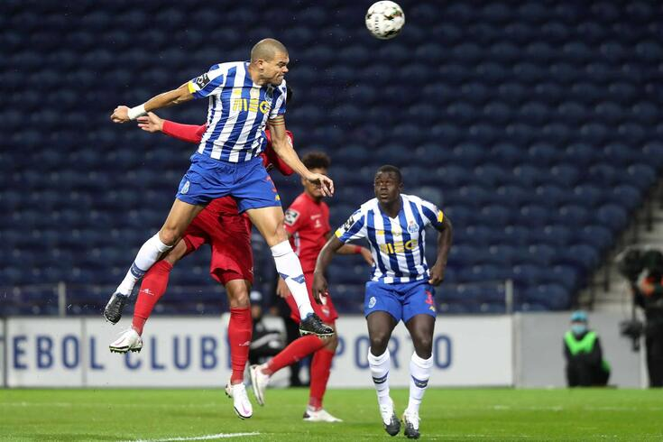 Pepe é o 11.+ jogador desta edição da Champions com mais encontros na competição
