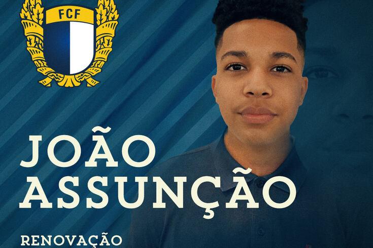 Filho de Paulo Assunção assina contrato profissional com o Famalicão
