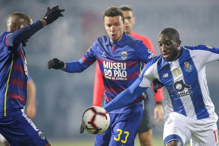 Lionn rescindiu contrato com o Chaves.