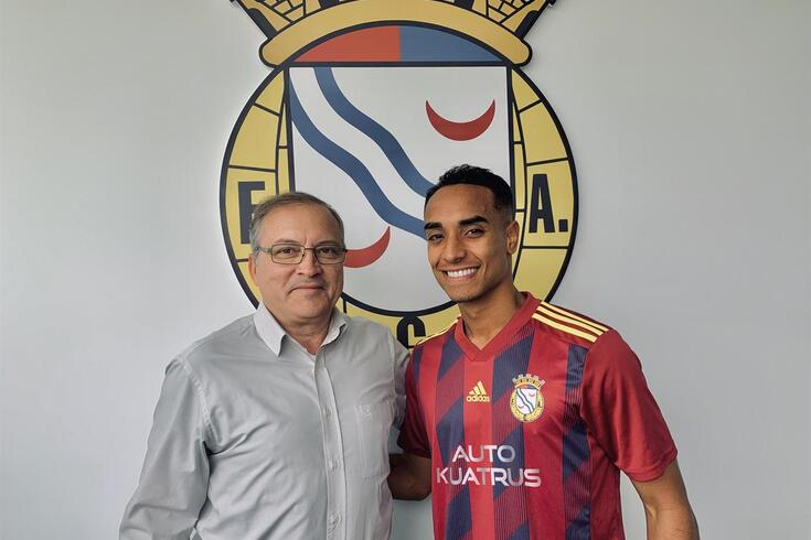 Fernando Orge (presidente do Alverca) com Fábio Martins