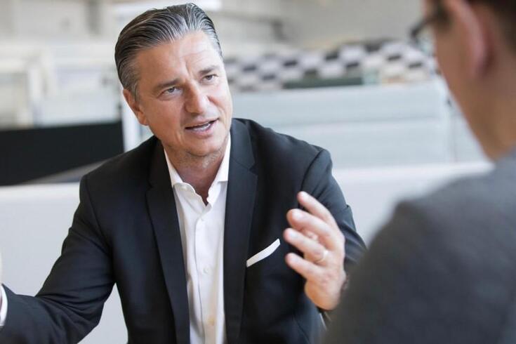 Lutz Meschke: Porsche digitalizou carros e já fatura a dois dígitos