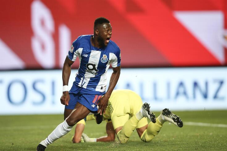 Mbemba bisou no FC Porto-Benfica