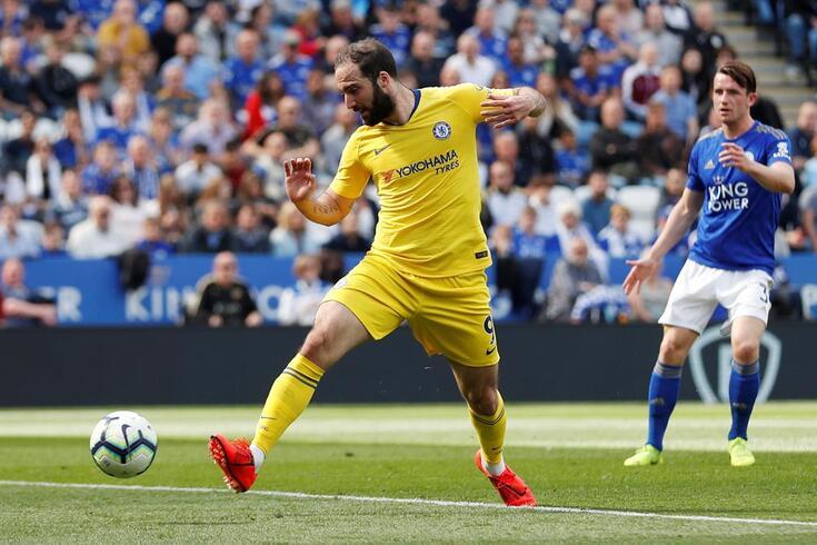 Higuaín soma apenas cinco golos pelo Chelsea em 17 jogos
