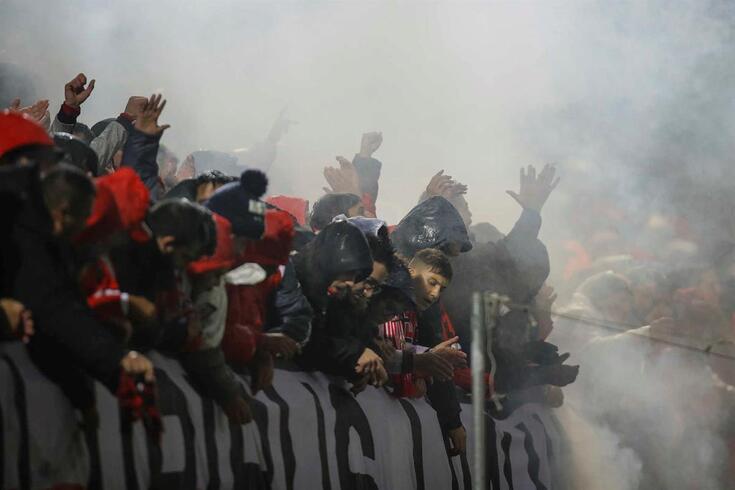 Mails apontam manipulação da PSP sobre apreensão de pirotecnia no Benfica-FC Porto, avança Sábado