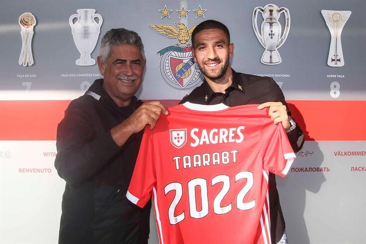 Taarabt, ao lado de Vieira, assinou até 2022