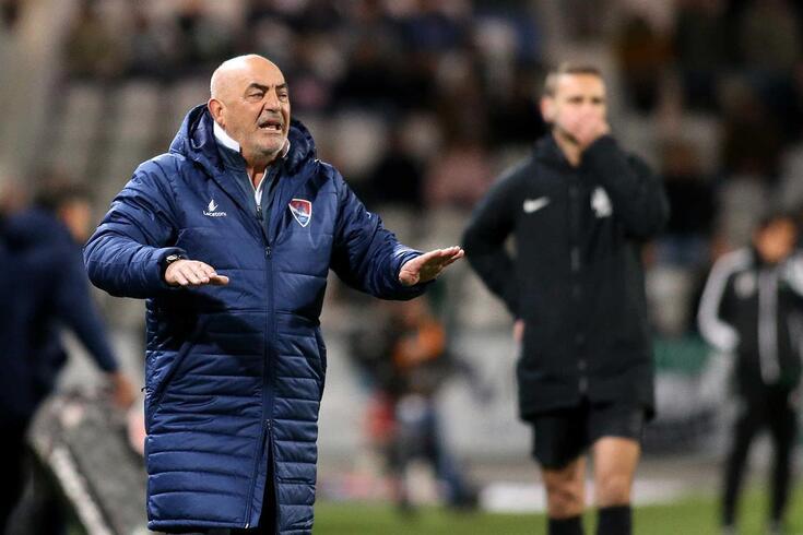 Vítor Oliveira dá indicações aos jogadores do Gil Vicente.
