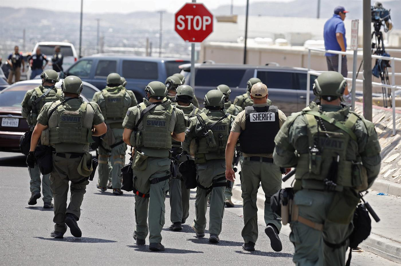 epa07755412 Police officers respond to a shooting incident at a Walmart in El Paso, Texas, USA, 03 August