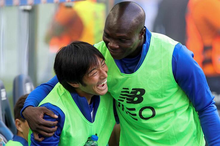 Aboubakar com Nakajima