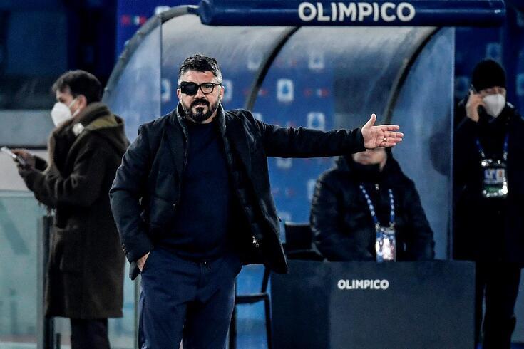 Gattuso guia Napoli com o olho direito coberto
