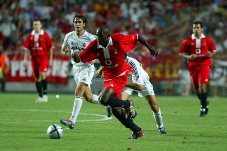 Mantorras em ação pelo Benfica