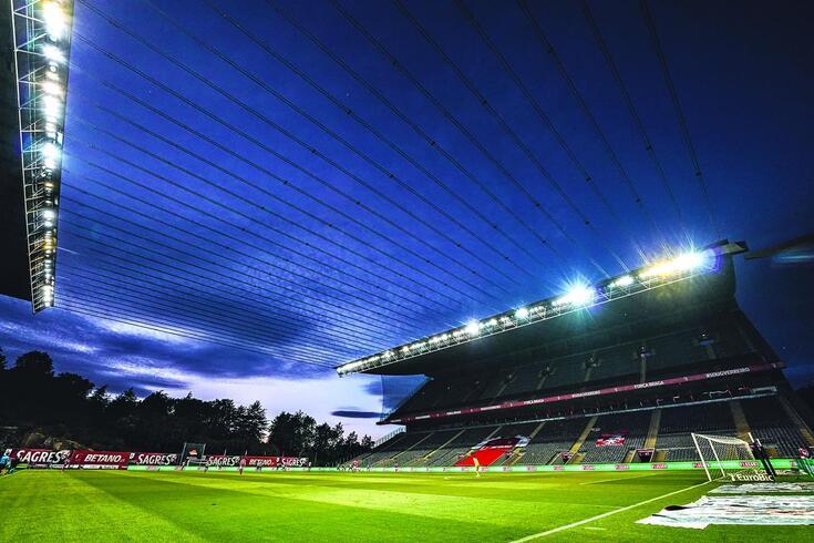 Bancadas dos recintos desportivos portugueses vão continuar vazias