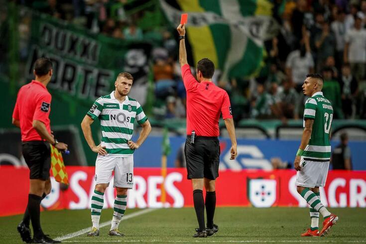 Ristovski foi expulso por Tiago Martins após consulta das imagens do videoárbitro