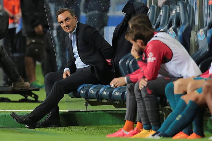 epa08682591 SC Braga's head coach Carlos Carvalhal reacts during their Portuguese First League soccer