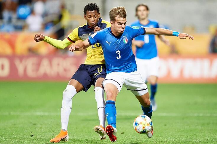 Gonzalo Plata na partida com a Itália