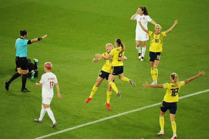 A Suécia venceu o Canadá e garantiu presença nos quartos de final do Mundial feminino.