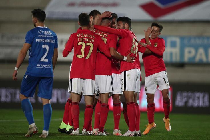 Benfica festeja o golo apontado por Samaris