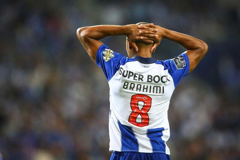 Brahimi dispensado da seleção e de regresso ao Porto 05c8c00191816