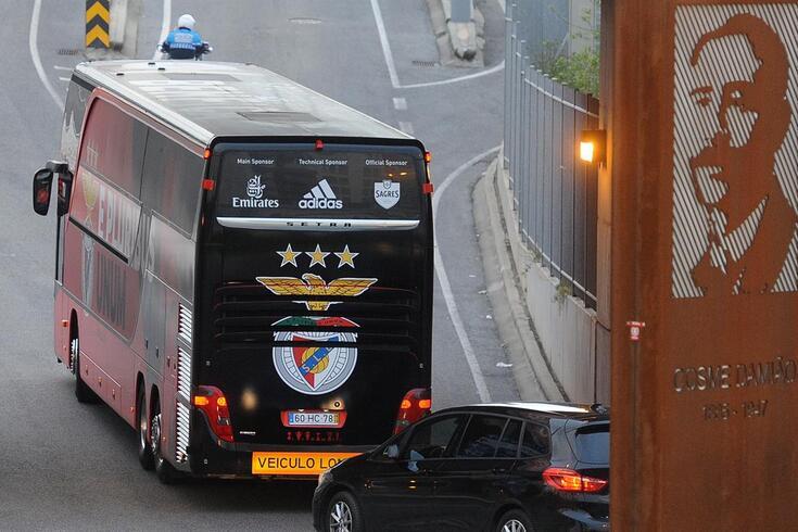 Benfica chegou da Grécia e fica em Gaia até defrontar o Famalicão