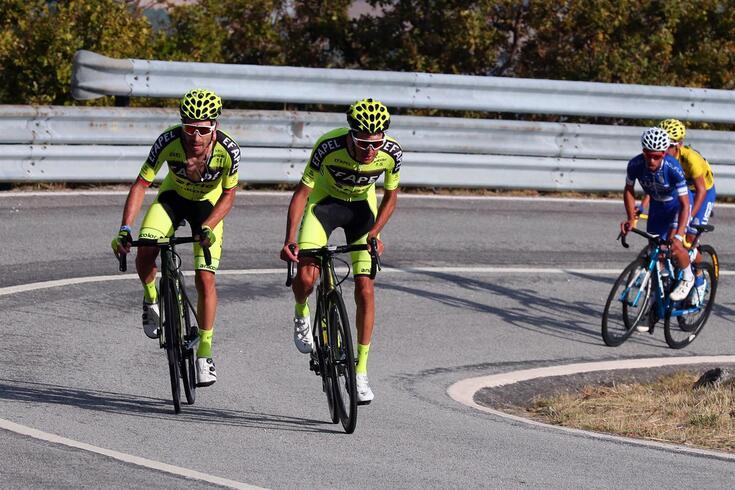 Jóni Brandão (esquerda) e António Carvalho (direita), ciclistas da EFAPEL