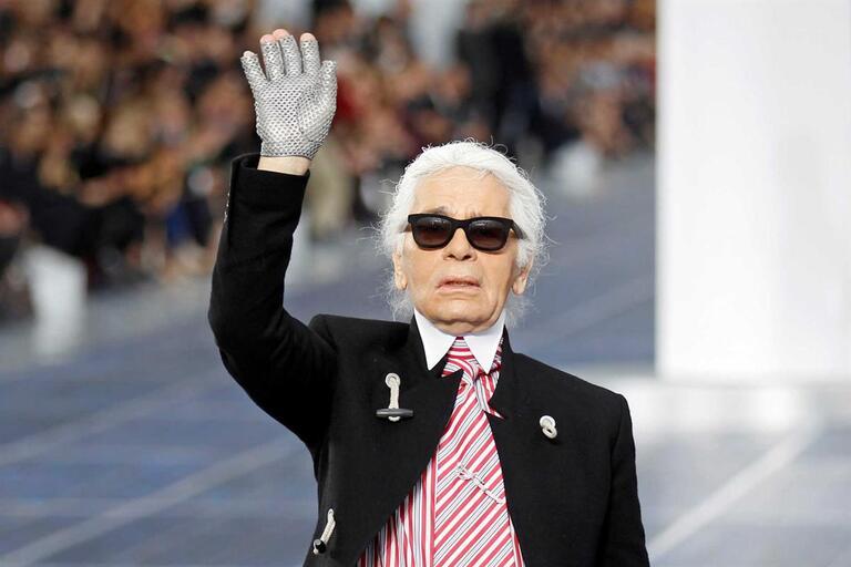5c66db4f3a Morreu Karl Lagerfeld