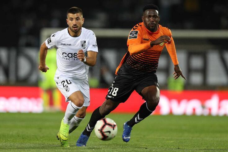 Nacional recupera desvantagem de dois golos e leva um ponto de Guimarães